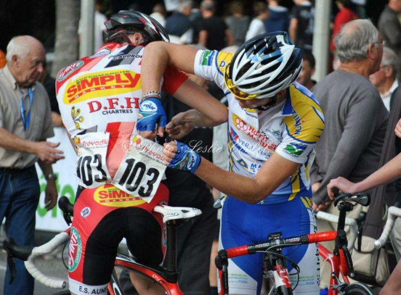 Gaëtan Lemoine & Quentin Le Gall soutiennent Elie Gesbert depuis la Bretagne / Photo : Leslie Corbel