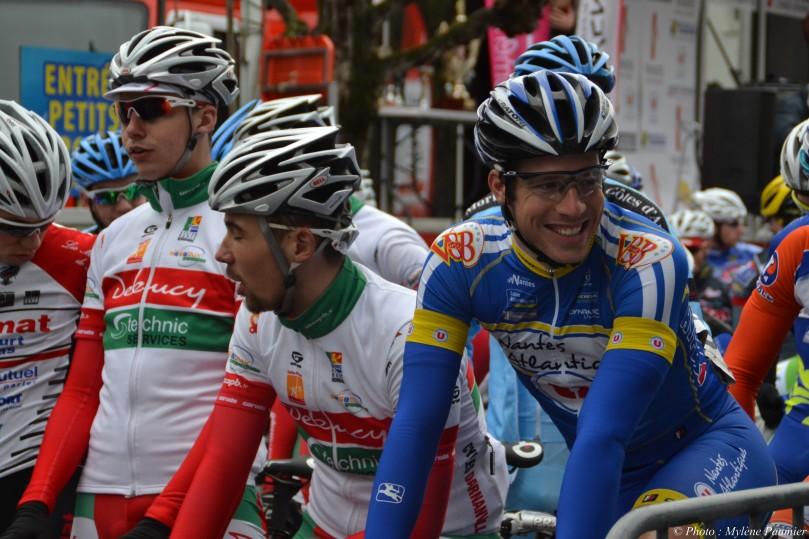 Au départ de La Barre De Monts, les coureurs sont détendus