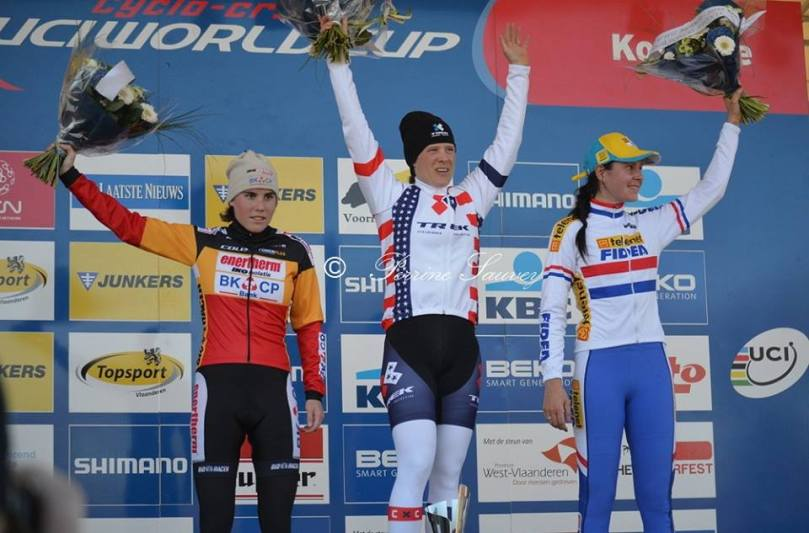Podium dames de la coupe du monde de cyclo-cross à Koksijde