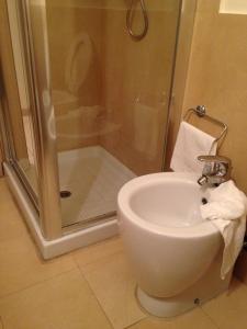 Comment rentrer dans le bain lorsqu'il n'y a qu'un bidet ?