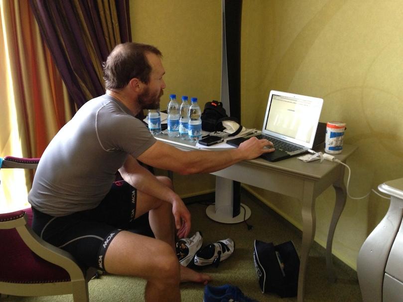 Chris Baldwin, le webmaster de chez Astana rentre de l'entraînement