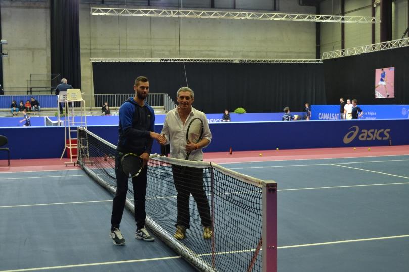 Benoit Paire et le maire de Montpellier Philippe Saurel ont échangé quelques balles à l'Open Sud de France / ©David Caro