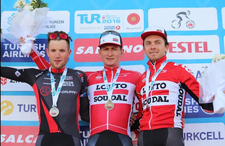 Alberto Cecchin accompagne André Greipel et Kris Boeckmans sur le podium de la 3e étape du Tour de Turquie
